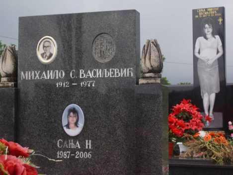 Tumba de Sanja Vasiljevic en el cementerio de Zagoric, Podgorica (Montenegro)