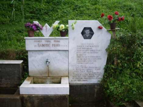 Lápida con fuente