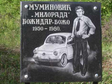 Lapida en la carretera (detalle)