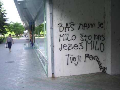 """Una de las rarísimas pintadas críticas contra el gobierno que se pueden encontrar en Montenegro. Dice """"Nos encanta que nos jodas, Milo"""""""
