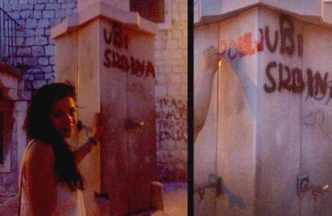 """De """"mata a los serbios"""" a """"besa a los serbios"""", por obra y gracia de un pintalabios y un corazón grande y valiente."""