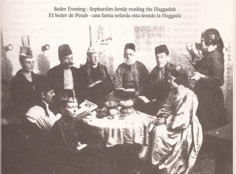 Familia judía sefardí en Sarajevo celebrando Passah