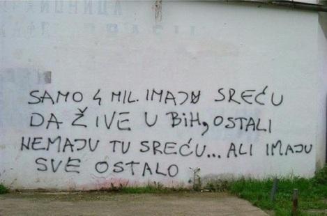 """""""Solo 4 millones tienen la suerte de vivir en Bosnia y Herzegovina. El resto no tienen esa suerte... pero tienen todo lo demás"""""""